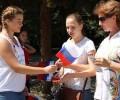 Сегодня в Балезино проходит День флага! 🇷🇺 Волонтеры раздают